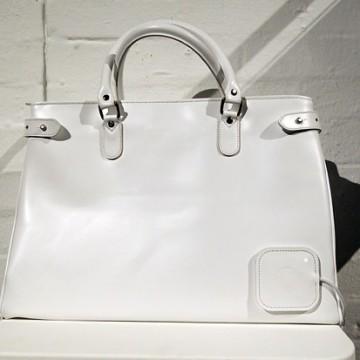 Чанта със зарядно