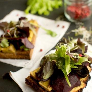 Сандвич с тофу и червено цвекло