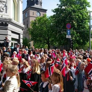 На национален празник в Осло – цвят, радост, надежда