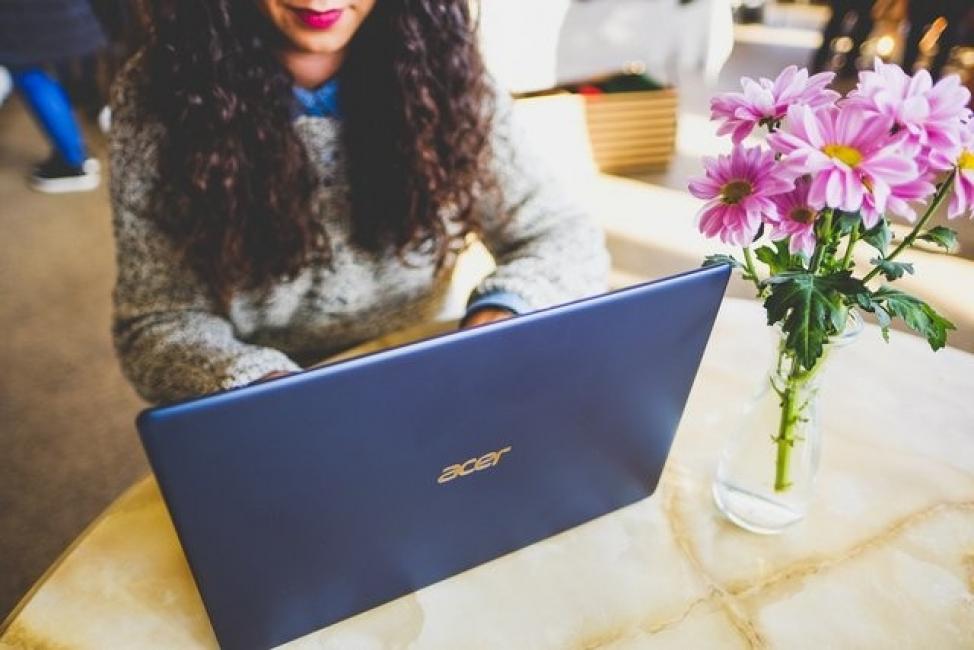 Лаптоп, изящен и лек като перце