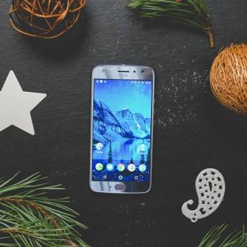Най-стилният смартфон тази Коледа е...