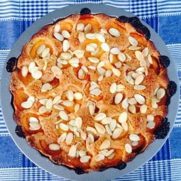 Сладкиш с кайсии и бадеми