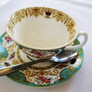 На следобеден чай в двореца на принцеса Даяна