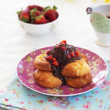Еклери с ягодов крем и шоколад