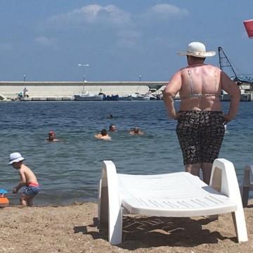 11-и плажен персонаж: Баба