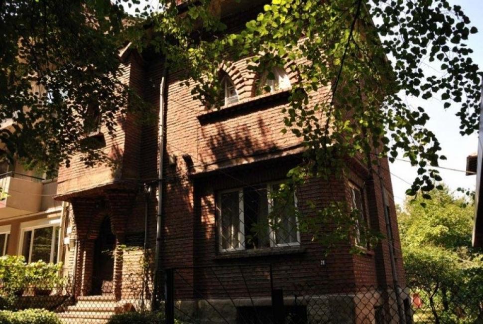 Перлите на София: Къщата на Сирак Скитник