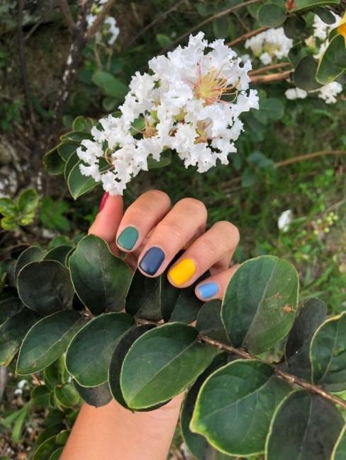 24 идеи за свеж многоцветен маникюр