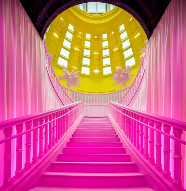 В розовата къща на Louis Vuitton!