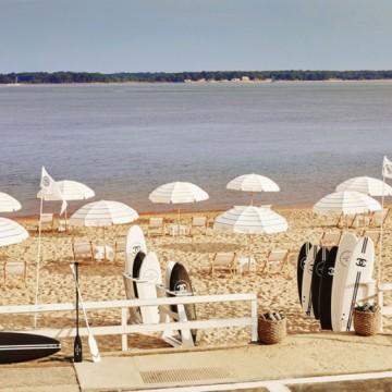В луксозния яхтклуб на Chanel: Сърф и шампанско