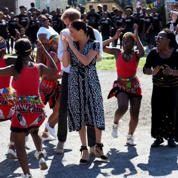 Какво правят Меган Маркъл и принц Хари в Африка?
