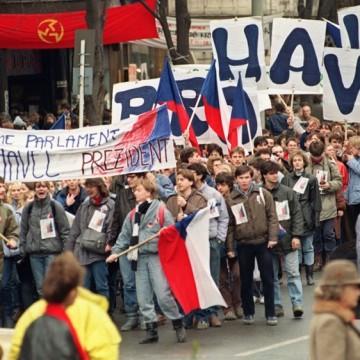Нежната революция 30 години по-късно