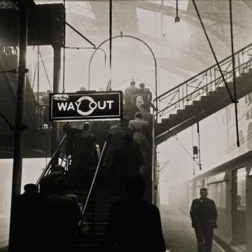 Лондон от 50-те в 20 невероятни снимки на Робърт Франк