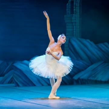 Руски балерини поздравяват света от кухнята