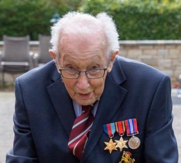 99-годишен ветеран от Втората световна война събра над 6 милиона долара за борба с коронавируса