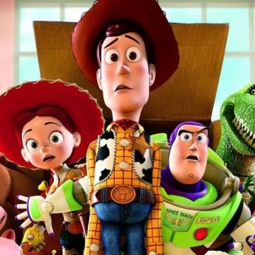 Оставете децата да се забавляват с онлайн уроците на Pixar и си сипете чаша вино