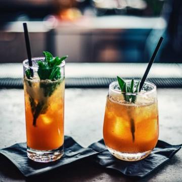 """""""Светът изостава с три питиета"""" - Хъмфри Богарт"""