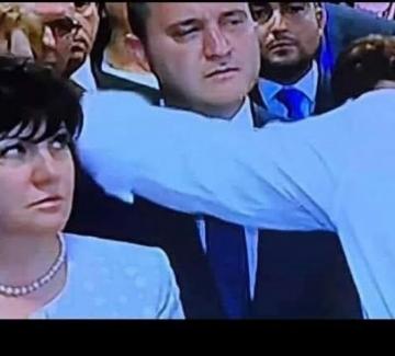 Г-жо Караянчева, просто си подайте оставката!