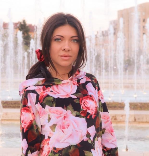 Анна Каранова – как се създава моден бранд по време на криза