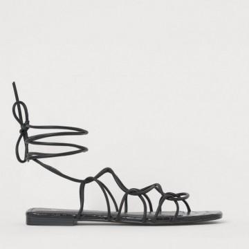 17 шопинг идеи за равни сандали, които да носим това лято