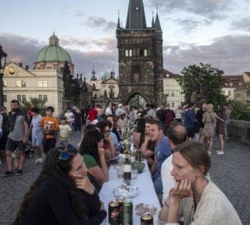 Чехия празнува края на извънредното положение с парти