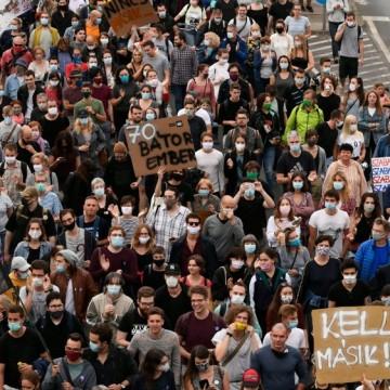 Протестите срещу ограничаването на медийната свобода в Унгария продължават