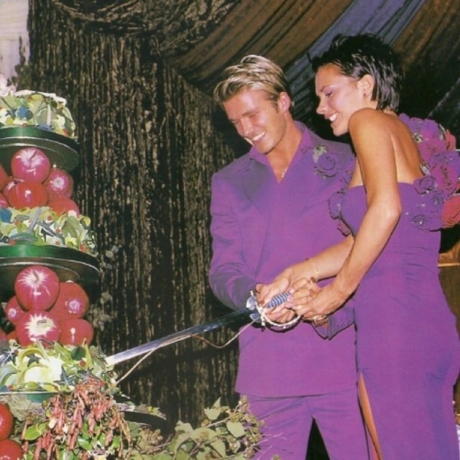 15 звезди, които са се омъжили в цветни сватбени рокли