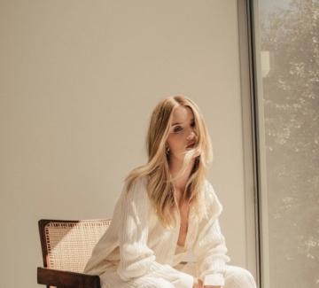 5 неща от капсулния гардероб на Роузи Хънтингтън-Уайтли, които бихме носили