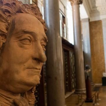 Британският музей премахна бюст на основателя си