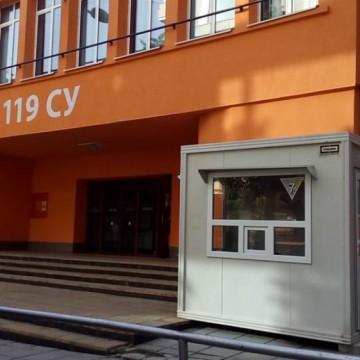 Будка пред столично училище ще пази децата от коронавирус?