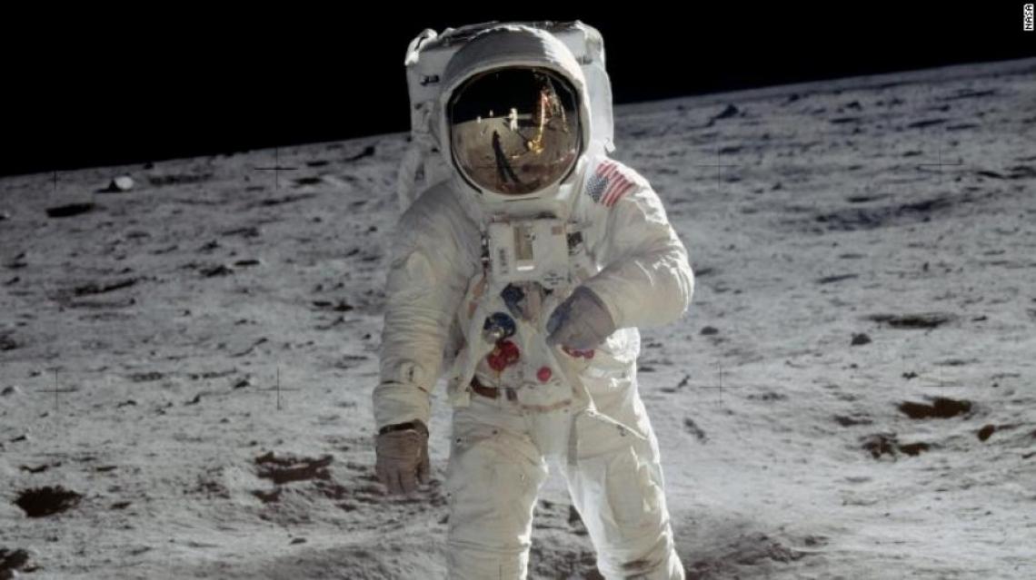 НАСА изпраща жена на Луната