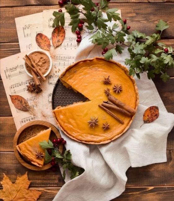 Есенен тиквен пай с канела и индийско орехче
