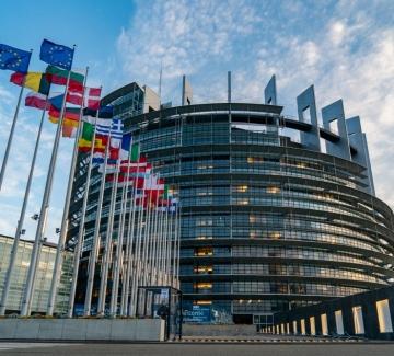 Празна зала и технически проблеми в дебата за България