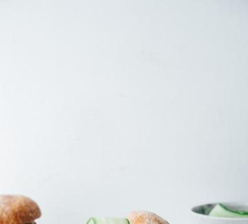 Бургер със сьомга, лимонова трева и джинджифил