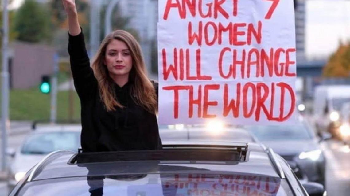Първа победа в Полша - президентът отстъпи от закона за абортите