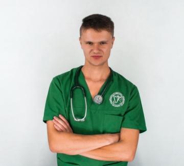 Студент по медицина: Лицемерие е да ни каните за доброволци