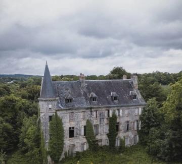 Френски фотограф ни разхожда из изоставени замъци