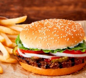Burger King ни призовава да ядем в McDonald's
