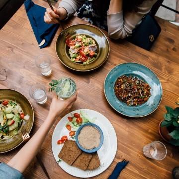 5 любими места за обяд, от които вече поръчваме и за вкъщи