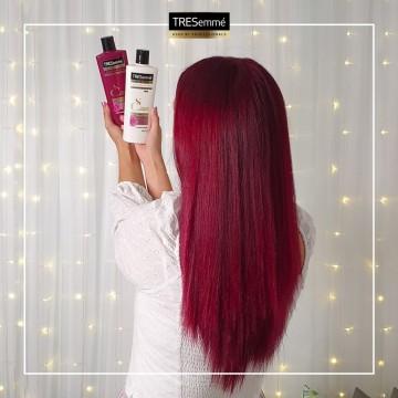 Подаряваме ви грижа за наситен цвят на косата от TRESemmé