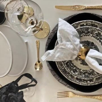 Как да подредите масата си в черно-бяло