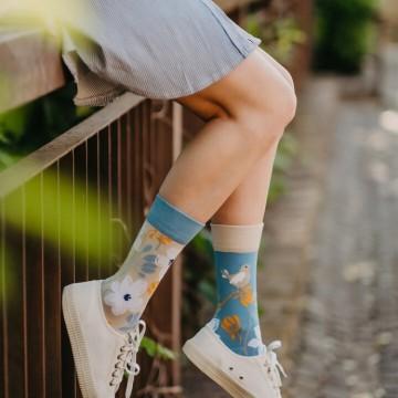 17 шопинг находки с цветните чорапи, които ни носят добро настроение