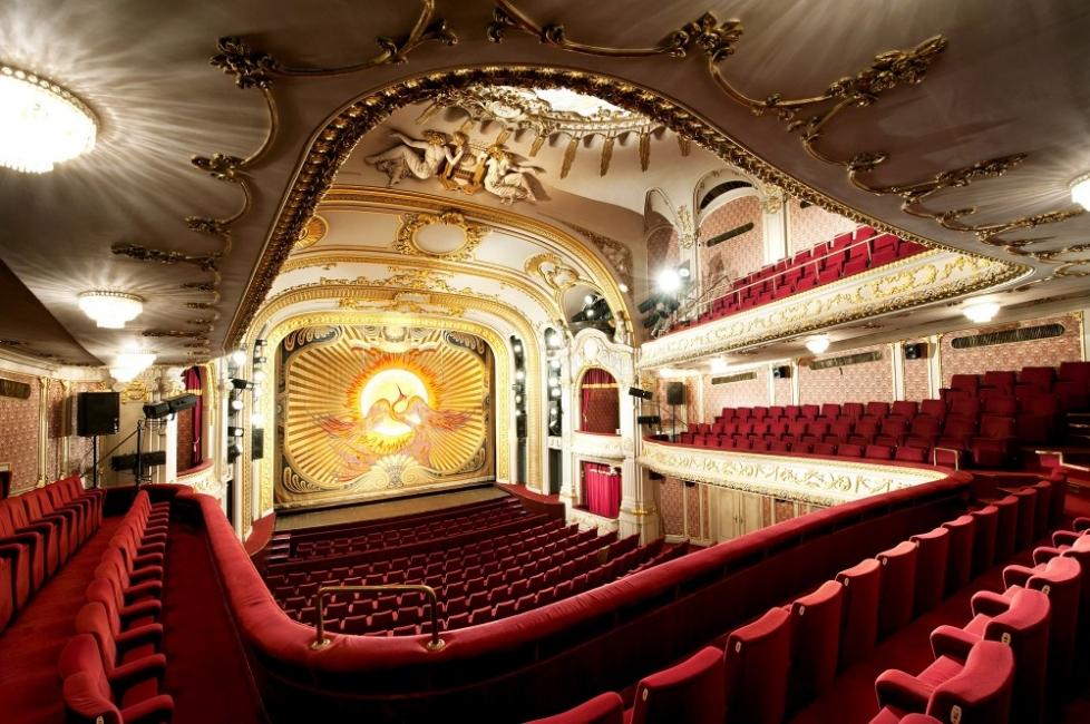 Народният театър възобновява дейността си