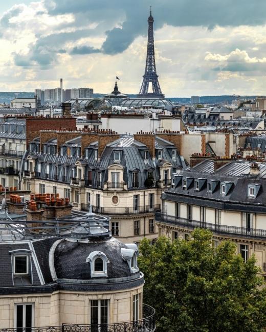 Фотографът, който ни кара да се влюбим в покривите на Париж... отново