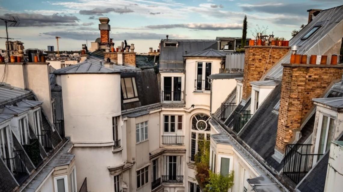 Фотографът, който ни накара да се влюбим в покривите на Париж