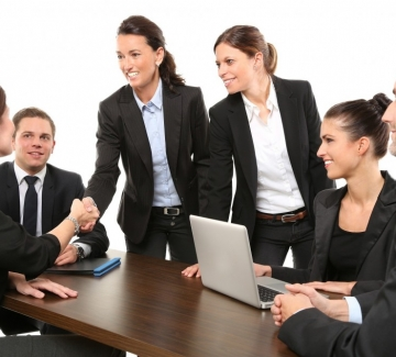 Историческо: Германия ще глобява компании без жени в управлението