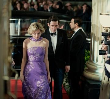 """Защо британският министър на културата нападна Netflix и сериала """"Короната""""?"""
