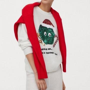 13 шопинг находки с коледните пуловери, които ни носят празнично настроение