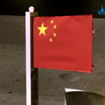 """Китайският космически апарат се връща с проби от """"тъмната страна"""" на Луната"""