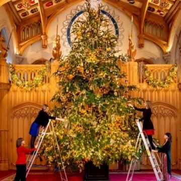 Украсата в замъка Уиндзор, където Елизабет II ще посрещне Коледа