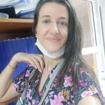 """Медицинска сестра от ковид отделението в """"Пирогов"""": Обичам родината си, искам да работя тук!"""